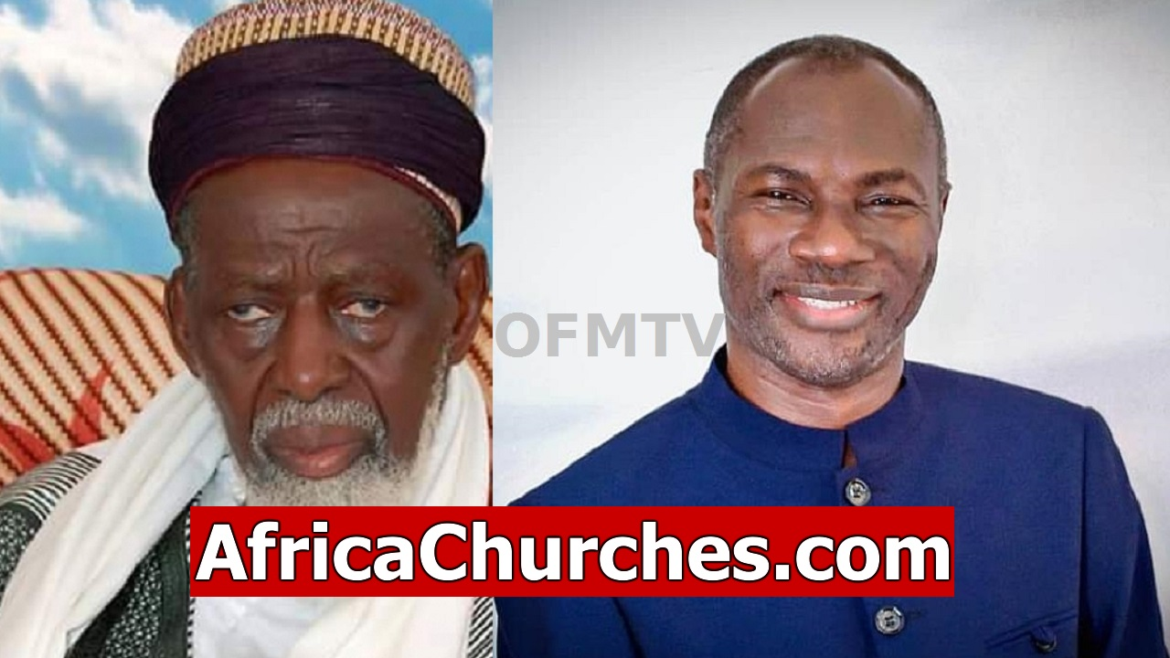 Ghana Chief Imam Dr. Sheikh Osman Laid Hands On A Pastor, Prays For Him